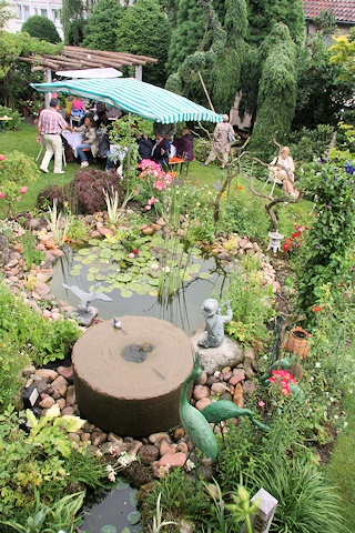 Stabler garden - pond with millstone