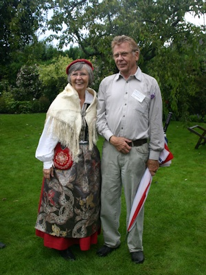 Sixten and Inger Widberg in their garden in Sweden in 2007©Ken Woolfenden